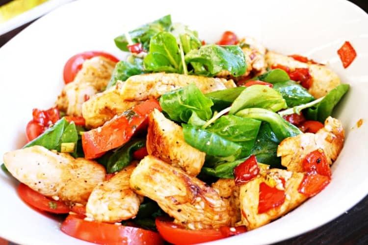 Gemüse-Putenstreifen-Salat