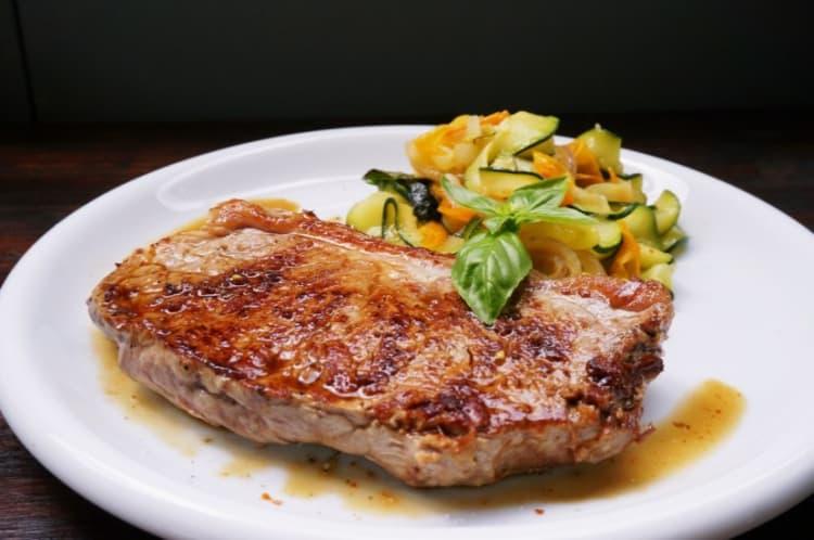 Steak mit Pfannengemüse