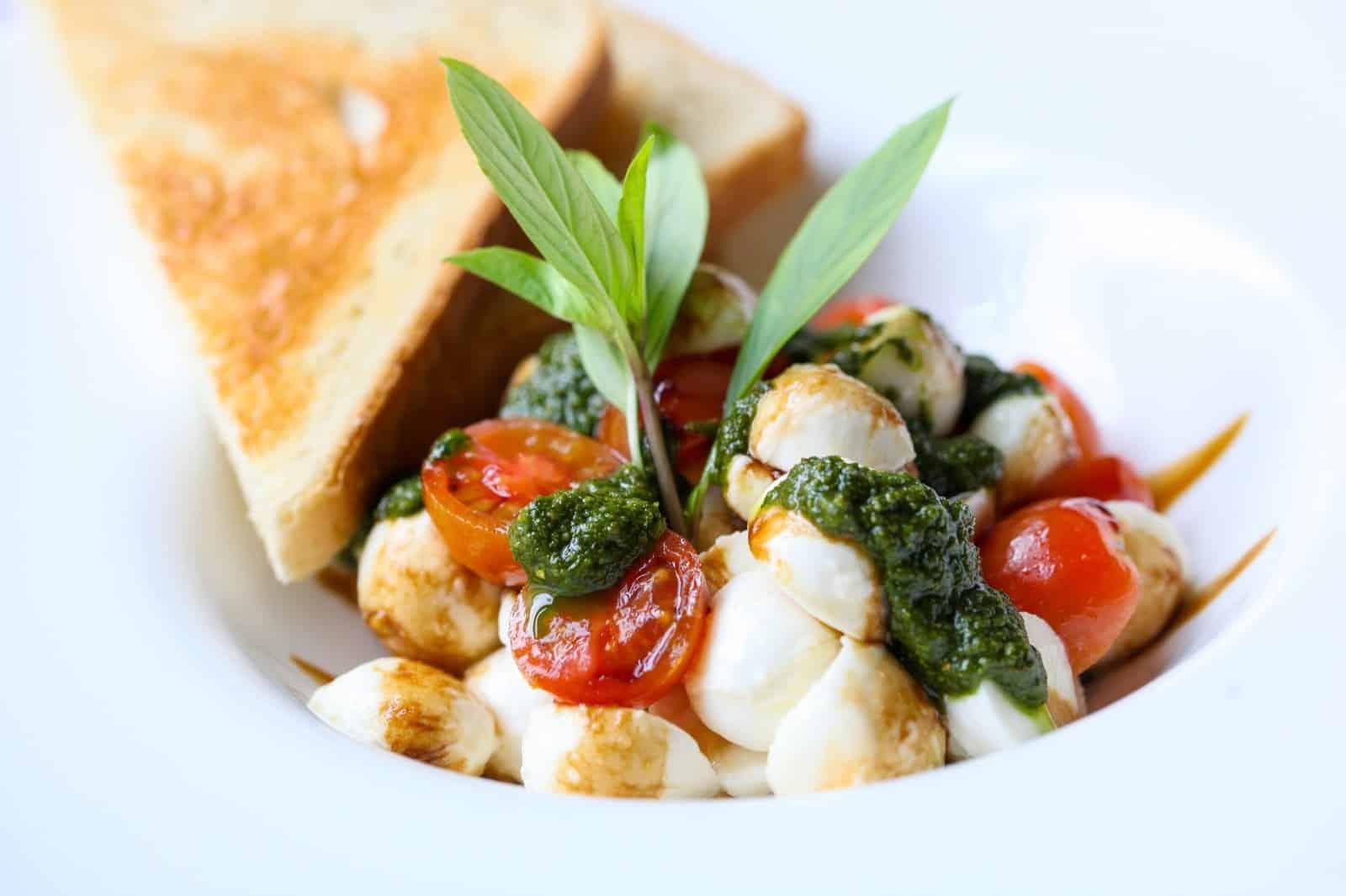 Mozzarella mit Tomaten & Oliven
