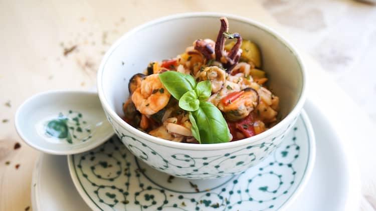 Reis mit Meeresfrüchte und Gemüse